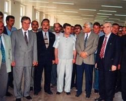 Dönemin İçişleri Bakanı Ülkü Gökalp Güney, İmar İskan Bakanı Yaşar Topçu, Yozgat Valisi Nafiz Kayalı ve diğer bürokratlar Salih Cengiz sergisindeler.