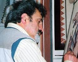 Sanatçı, Tuvaldeki Mozaikler serisi üzerinde çalışırken.