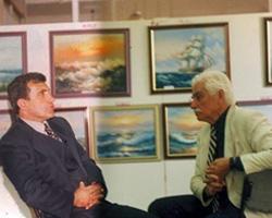 Tiyatro sanatçısı Semih Sergen, Salih Cengiz ile sanat üzerine sohbet ediyor.
